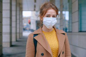 Womoan wearing mask covid 19